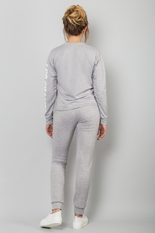 sport-costume-grey-back