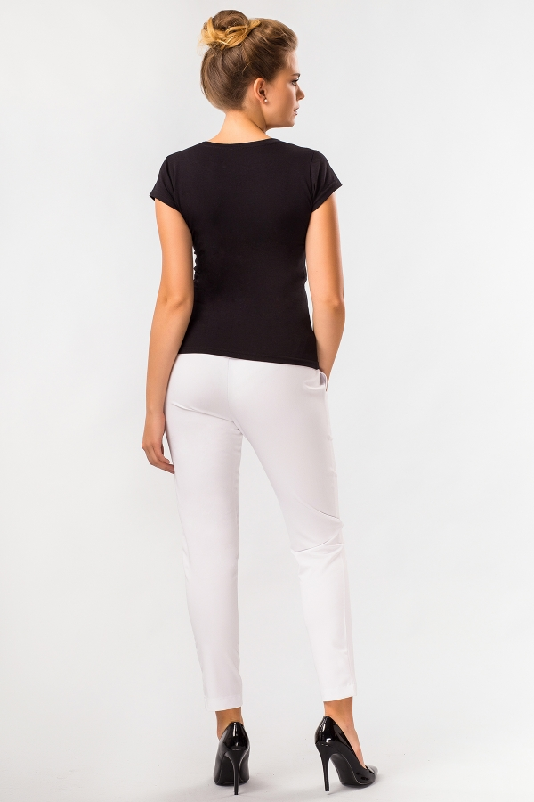 summer-white-pants-folds-back