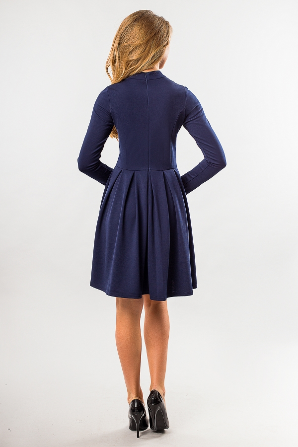 dark-blue-dress-fold-and-stand-back