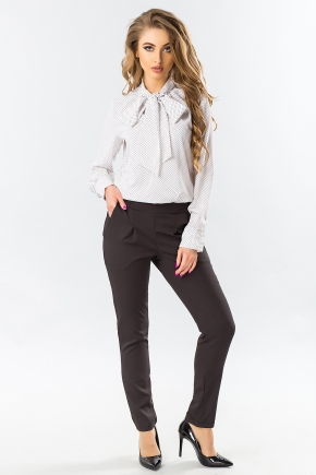 black-trousers-with-folds