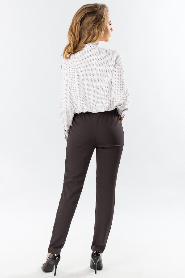 black-trousers-with-folds-back