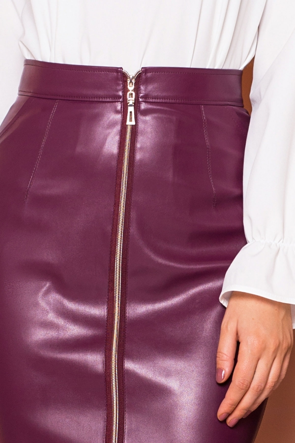 plum-leather-skirt-zipper-detail